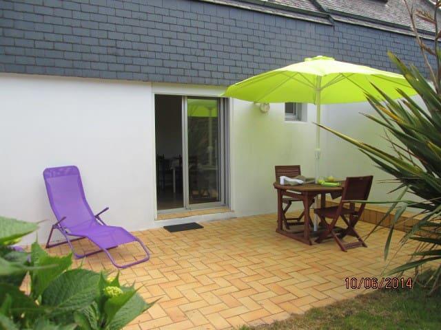 studio avec jardin,300m de la plage