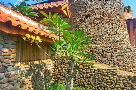 Stone & Wood Cottage in Jepara - Jepara - Bungalo