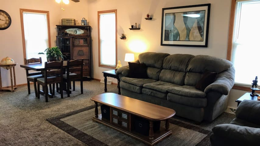 Quaint home near downtown, just minutes from EAA!