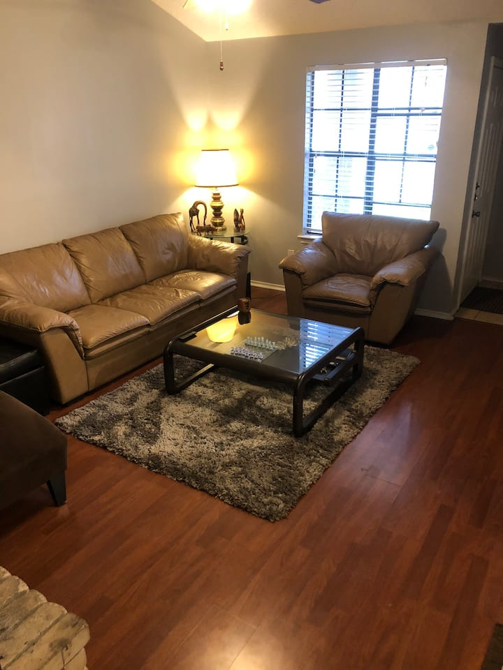 Quite&Private whole townhome in the Lakeline area