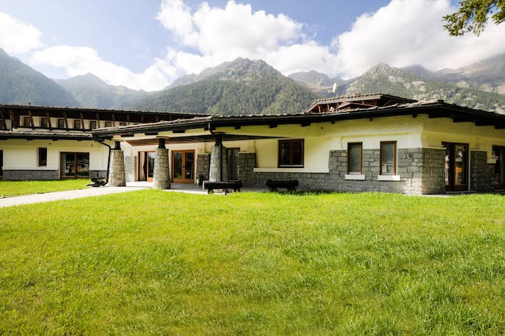 Achille Ratti -1bdr in complex with SPA and garden