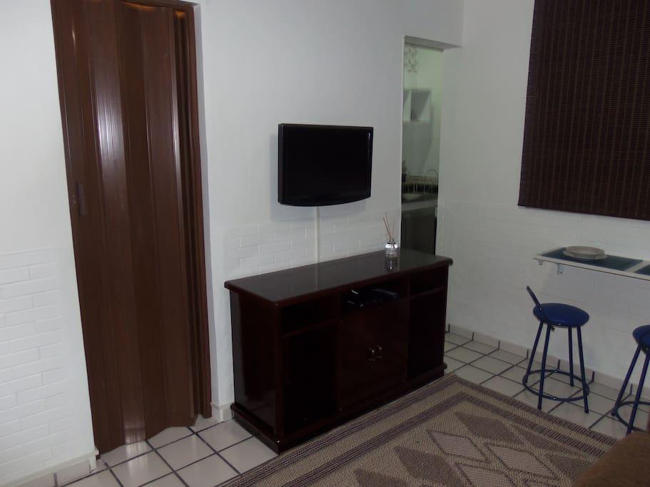 Sala c/ tv e sofá cama