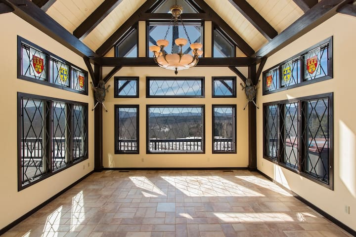 35 Acre Estate, 5 Bed, 3.5 Baths - Jewett - Chalet