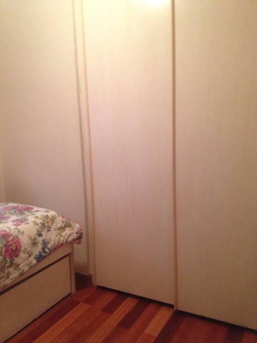 El armario, dos puertas correderas