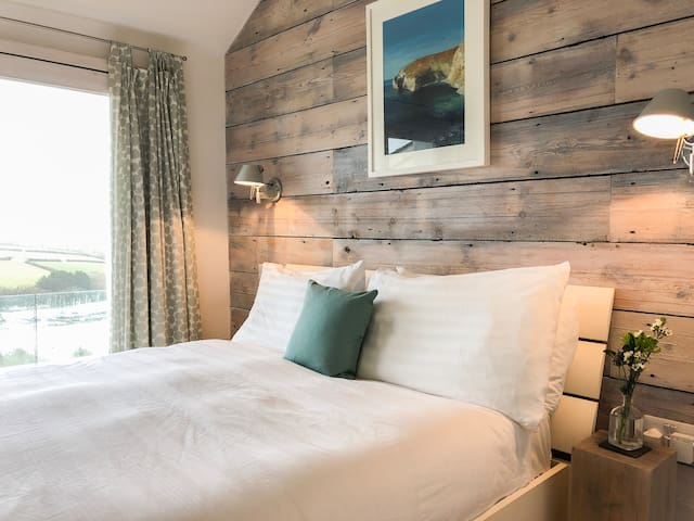 Cosy double bedroom with 5ft bed and pocket sprung mattress.