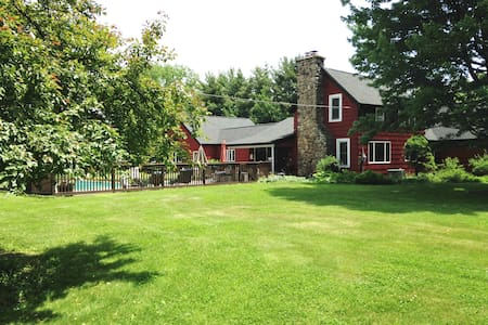 Lovely Restored 100 Year Old Farm - West Falls - Bed & Breakfast