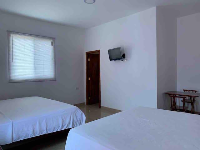 Habitación doble cama, balcón parcial vista al mar