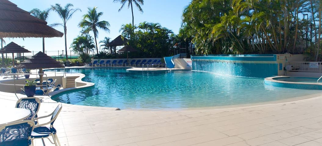 Absolute beachfront! Pool, spa, tennis and more...