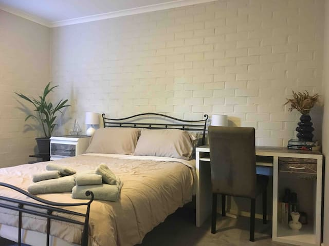 Double Room in Narrabundah