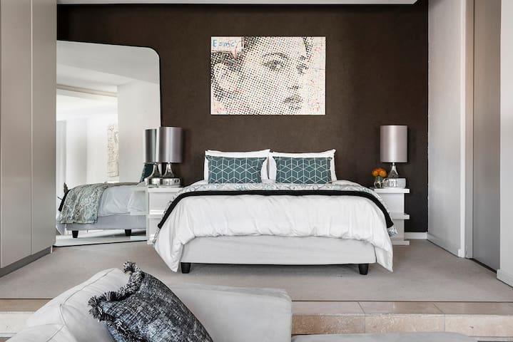 The Franklin Loft Apartments - Apartment 1012