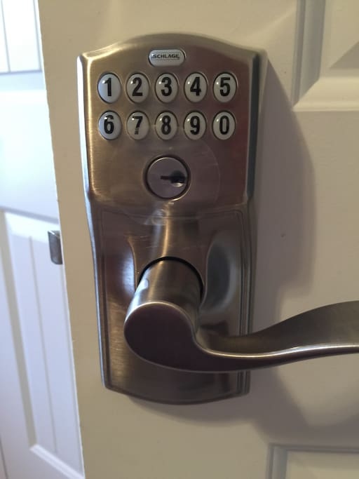 Keyless entry room, auto lock after 20 seconds