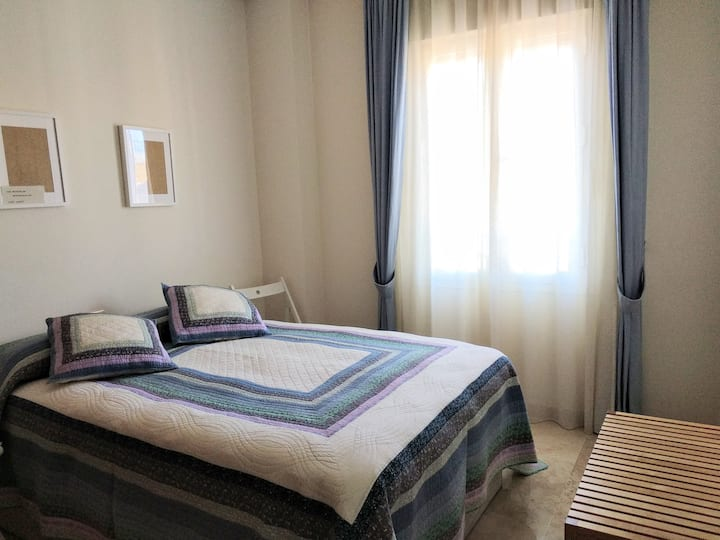 Habitación 1 ó 2 huespedes confortable y luminosa