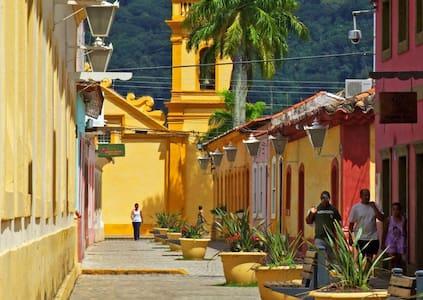 Casa a 20 min. do Centro e da Balsa para a Ilha - São Sebastião