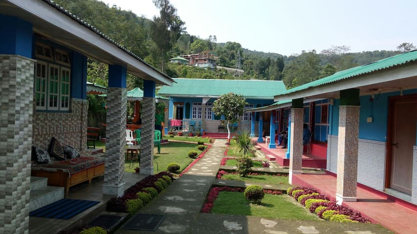 Home stay with 360degree view of Kanchanjangha.