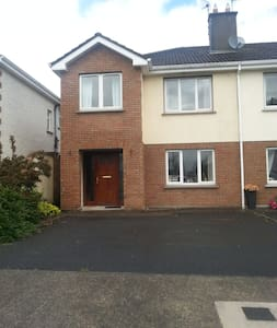 Private spacious comfortable home - Ennis