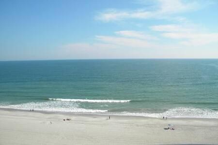Pristine Oceanfront Myrtle Beach Condo - 公寓