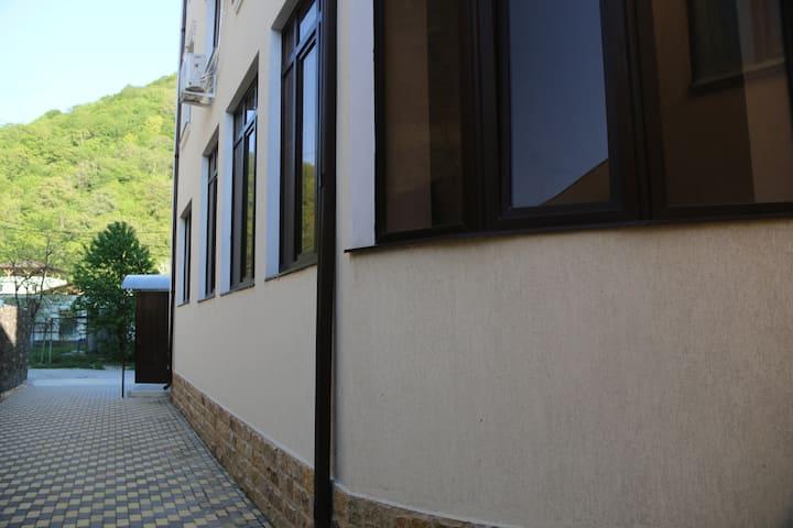 Дом с видом на горы, до моря 8 мин. пешком.