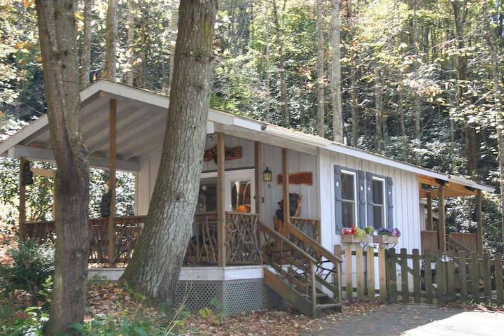 Babbling Brook Cottage - Penrose - Cabana