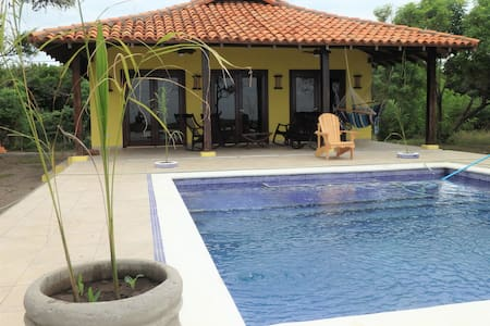 Playa Tesoro 42:Yellow Beach House & Pool - León - House - 2