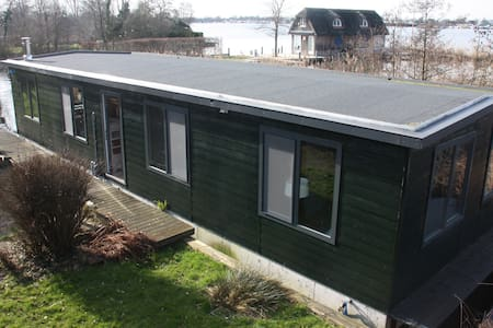 Houseboat 75 m2 at the lake, 25 min from Amsterdam - Aalsmeer - Byt