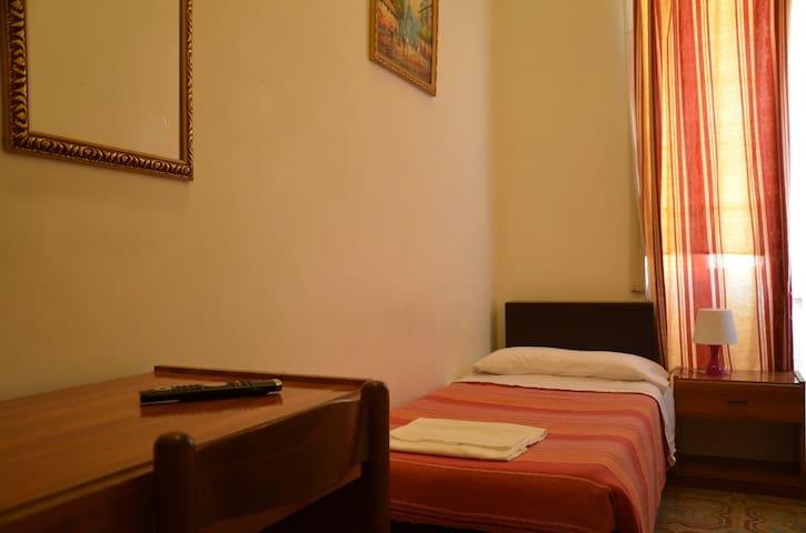 Camera singola appartamenti in affitto a roma lazio italia for Camera roma