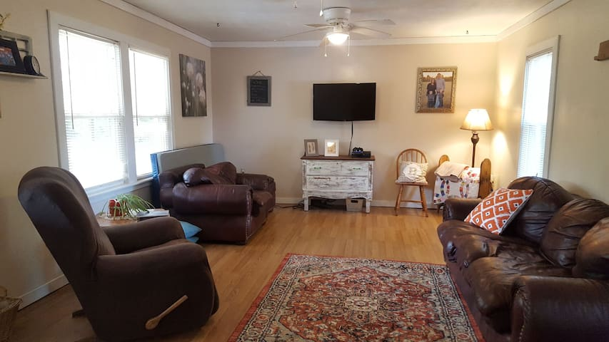 Comfy family and pet-friendly cottage