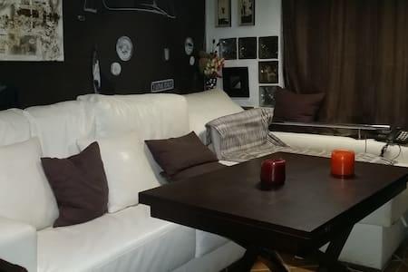 Buhardilla,techo bajo,acogedor - Camas - Bed & Breakfast