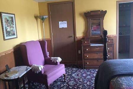Lodge Bedroom 10