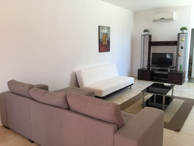 A 3 Bed House with Free wifi A - Albufeira - House