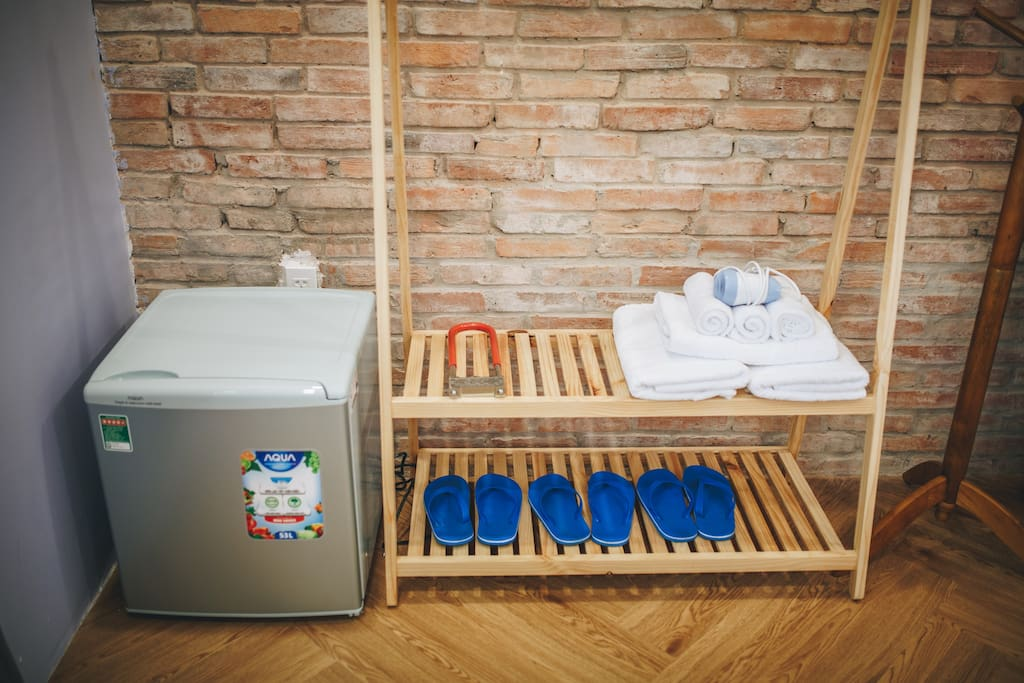 CoCo 2 - 1 double bed, 1 single bed, 1 drawer/bedside table, 1 refrigerator, 1 hair dryer, cloth hangers, flip flops, full amenities (soap, toothbrush, comb, shaver, cotton swab), capacity 3-5 persons, using outside toilet/bathroom in the ground floor