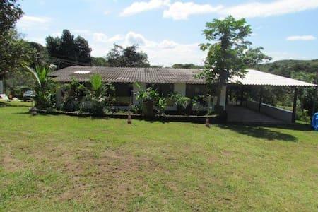 Casa na fazenda próximo de Brasília - Brasília
