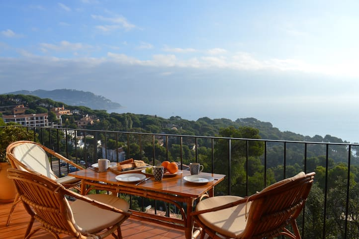 Apartment with a breathtaking view - Palafrugell