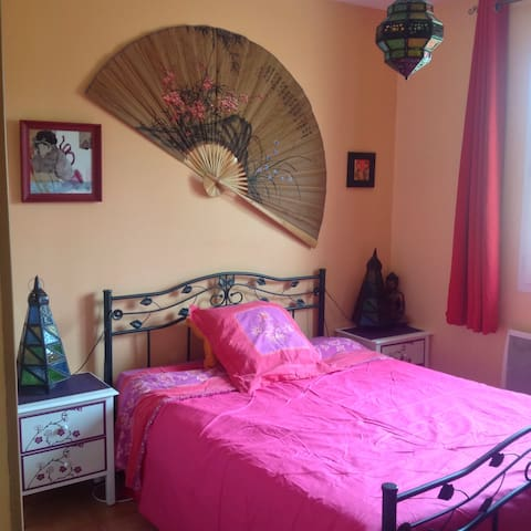 Chambre dans maison de 120 m2 - Brageirac - Casa