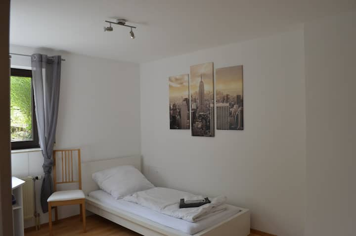 Apartment Thebenweg - bright 60m² in the basement