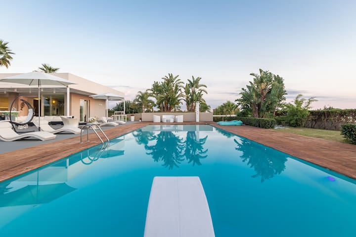 Anthea, villa with swimming pool and soccer field