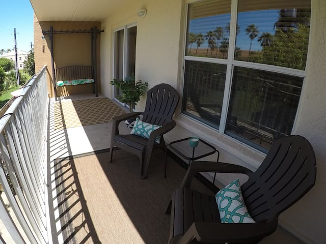 Beach Life! 2BR Condo Just Steps from the Beach