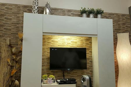 Comfy & Cozy BR in QC w/ NETFLIX+Cable+Wifi