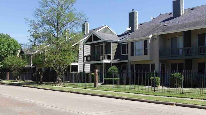 Loft of Woodlake (Galleria Area)