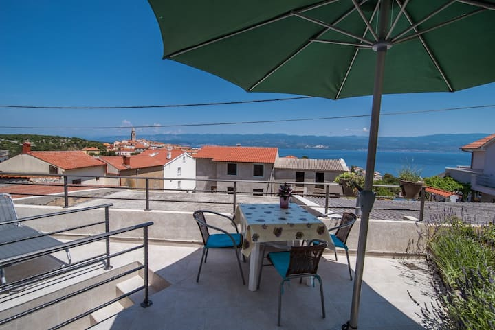 Andrija - apartment with nice view near the center