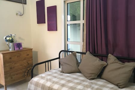 Small self-contained room in villa, ladies only - Dubai