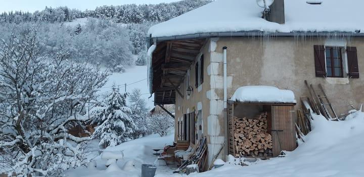 Petite maison au pied du Roc des Boeufs