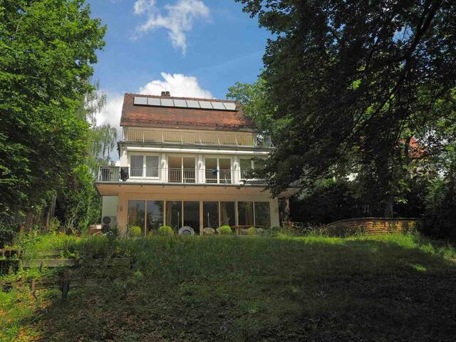 Villa mit Garten und Sommerpool
