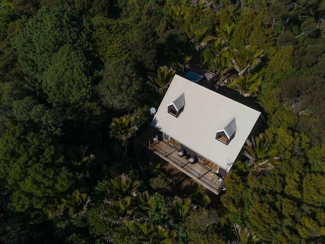 Whisper Cottage, Waiheke Island and 4wd