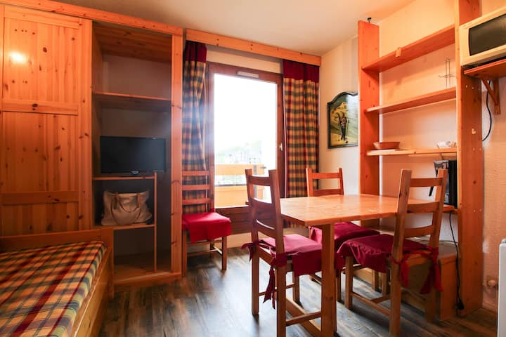 Cosy Ski in/out Apartment in Les Menuires