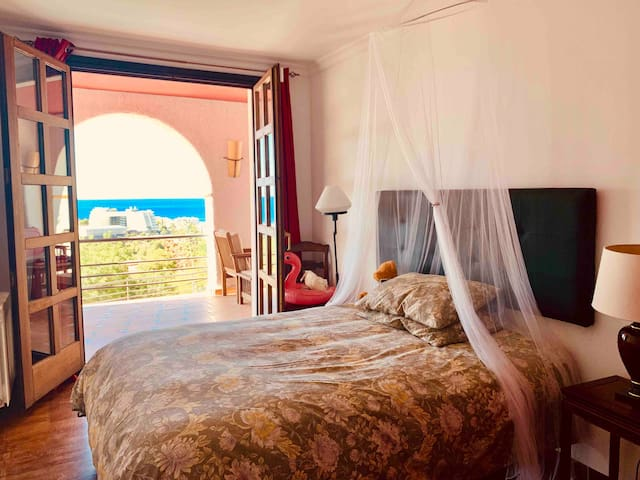 Cosy sea view suite with pool in Sitges