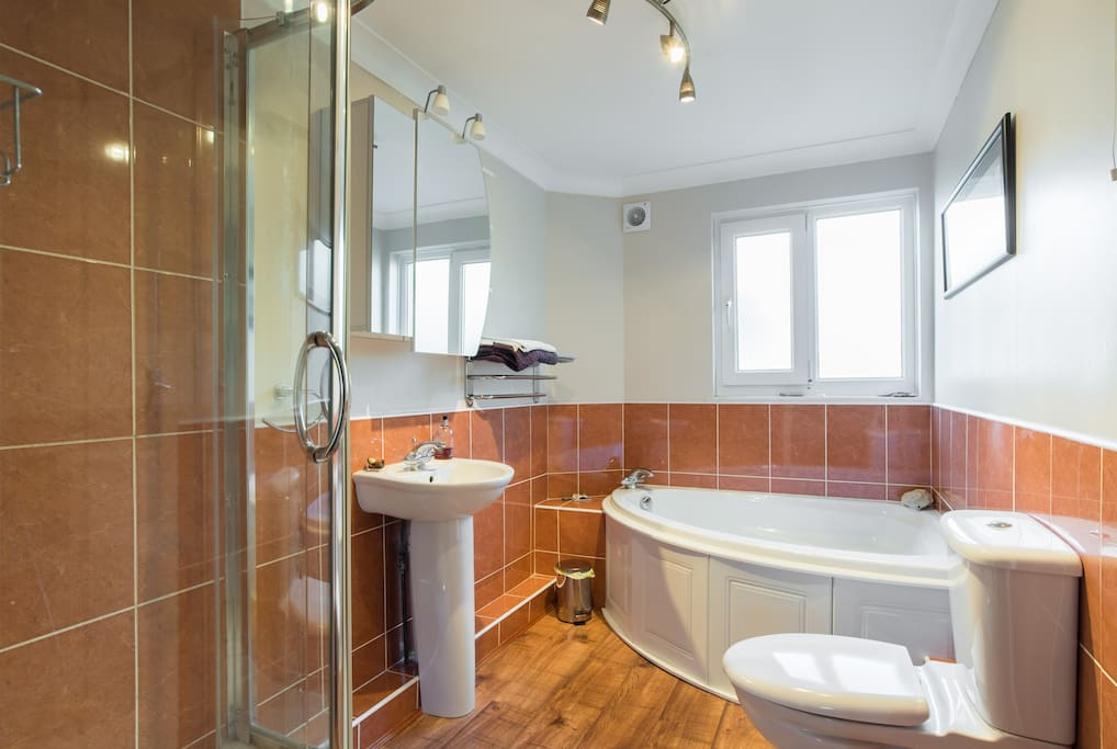 Isle of wight apartment by the sea apartments for rent for Woods bathrooms isle of wight