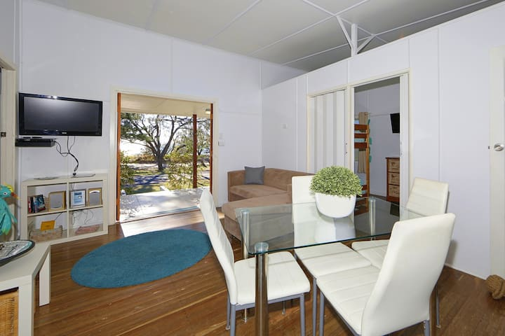 OPEN & AIRY: SUPERB VIEWS AND SEA BREEZE