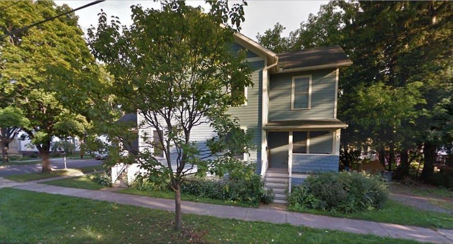 Carbon neutral retreat - quiet house near downtown - Ithaca - House