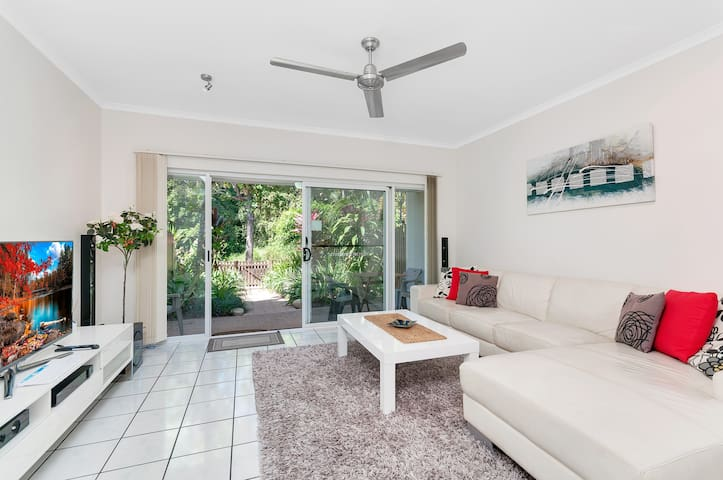 2 Bdrms, FREE WiFi, Resort Pool & Airport Pick Up - Manoora - Townhouse
