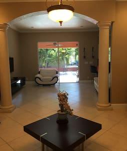 Luxurious Home - Miami - Haus